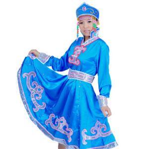 蒙古族男子穿长袍和围腰