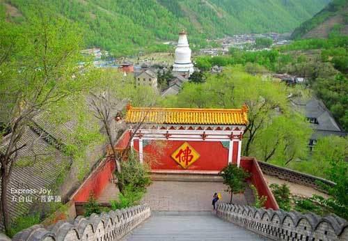 五台山亦不例外,僧侣散尽,寺庙被毁.唐宣宗即位,又再兴佛教.