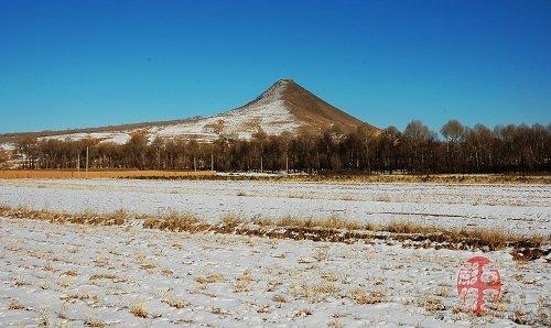 清水河县杨家窑乡,位于阴山脚下,大青山北麓,清水河县西南63公里处