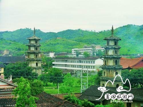 龙华双塔又称东西塔,坐落在仙游县龙华镇灯塔村宝幢