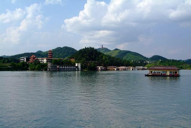 开发建设大京,争取进入国家重点风景名胜区行列.