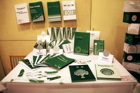 在设计学中,其内容主要包括:广告设计,印刷设计,书籍装帧设计,海报