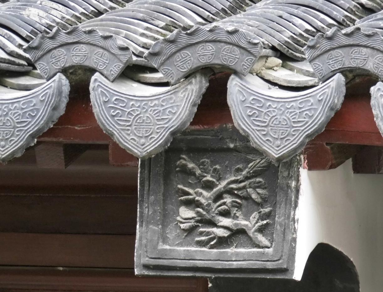其样式主要有圆形和半圆形两种.瓦当是古代建筑用瓦的重要构件.